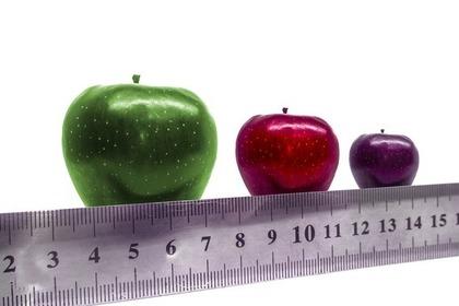 サイズや色が違う3種類のリンゴ