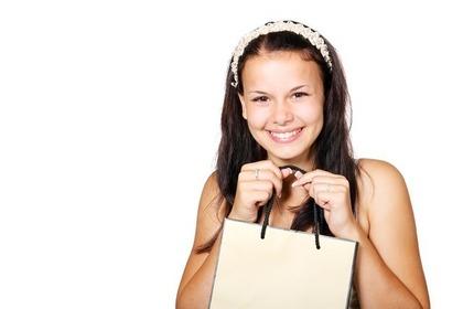 ショッパーを持つ女の子