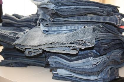 重なるジーンズ