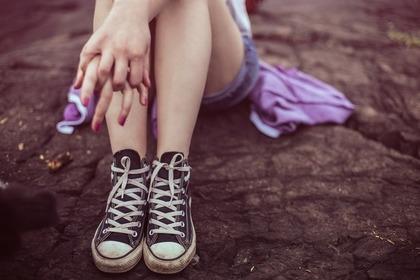 足とスニーカー