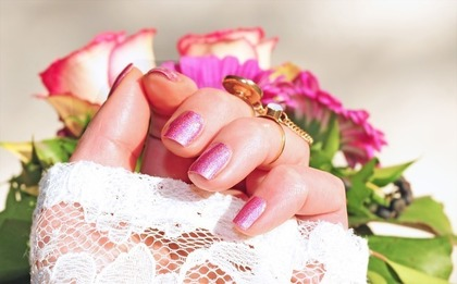 可愛いピンクラメネイル