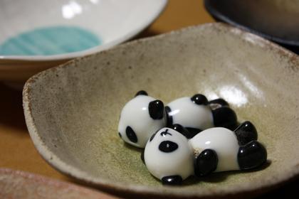 パンダの置物と食器
