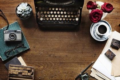 タイプライターとアンティーク雑貨