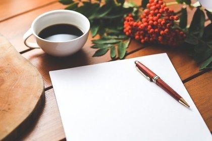 紙とペンとコーヒー