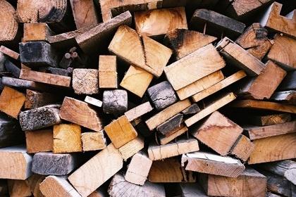 色んな形と色の木材