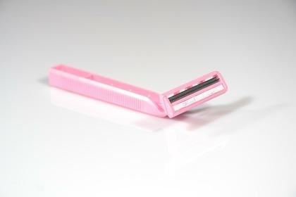 ピンクの剃刀