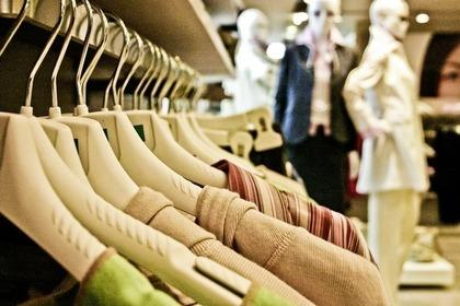 古着が並ぶ商品棚