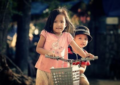 幼い姉と弟