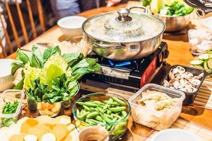 色んな材料と鍋