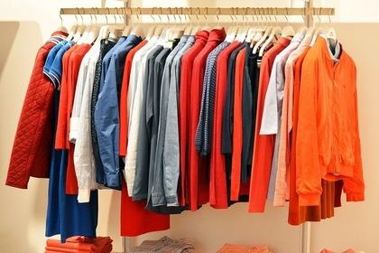 カラフルな古着の数々