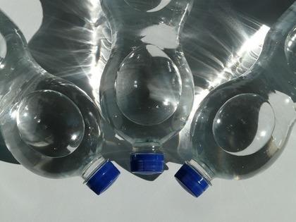 プラスチック製