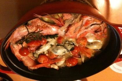 鍋に入ったアクアパッツァ