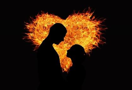 炎のハートと男女のシルエット