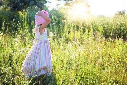 ピンクの帽子の女の子