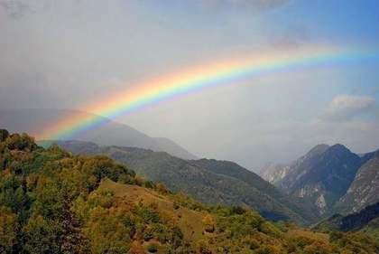 虹のかかった空