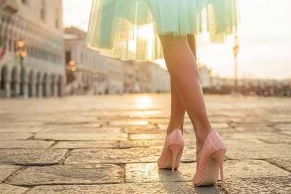 スカートの女性