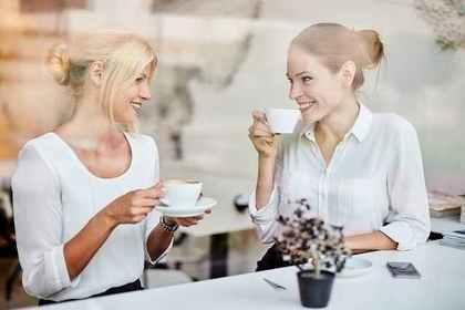 珈琲を飲む女性