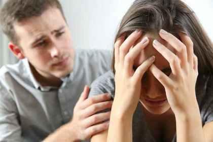 落ち込む女性と男性