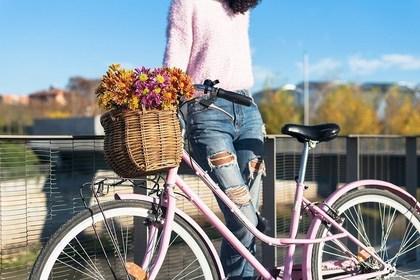 自転車を停めた人