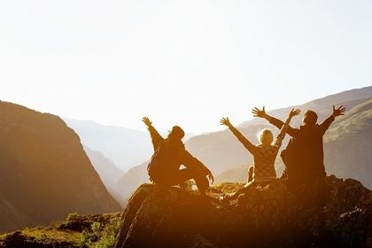 山の上にいる人たち