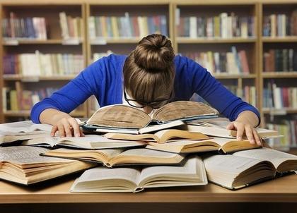 勉強している女性