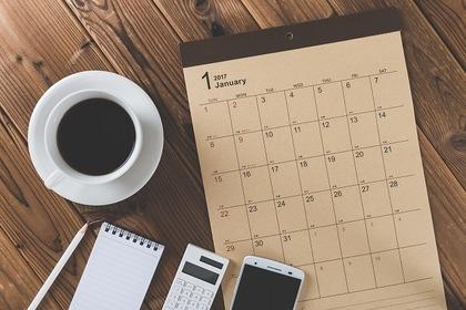 スケジュール帳とコーヒー