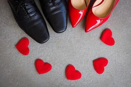 男女の靴とハート