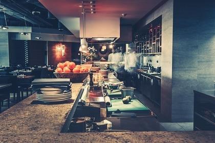 様々な調理器具が揃っているキッチン