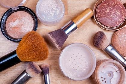 チークの化粧道具