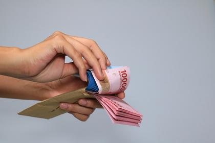ドル札と封筒