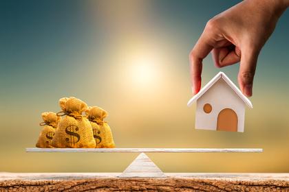 家とお金の天秤
