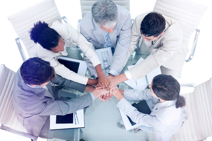 協力し合う人たち