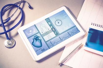聴診器とタブレット