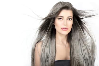 しっとりとした髪の女性