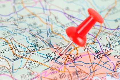 地図と押しピン