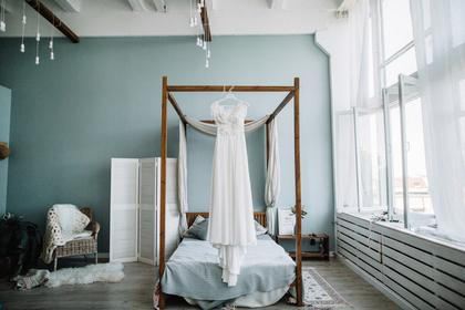 ベッドとカーテン