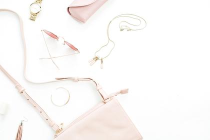 ピンクのポーチ