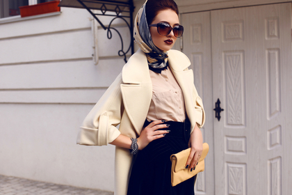 クールな服装の女性