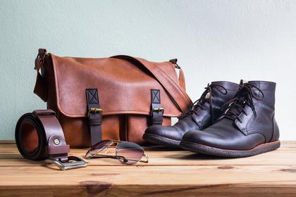 革靴とバッグ