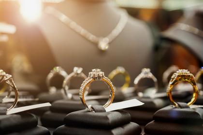 指輪とペンダント