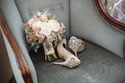 アンティークな花と靴