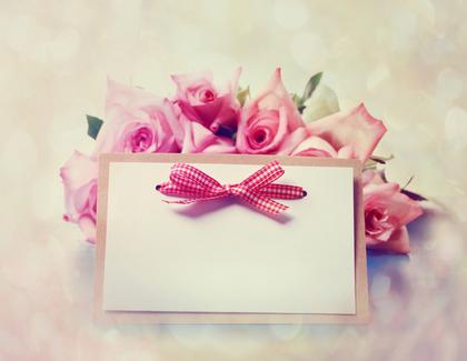 バラの花束とカード