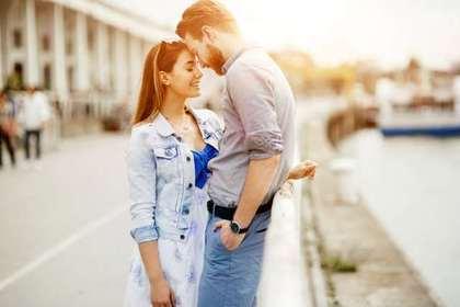 愛を語り合う恋人たち