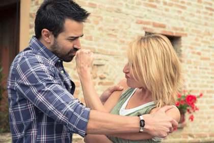 男性と戦う女性