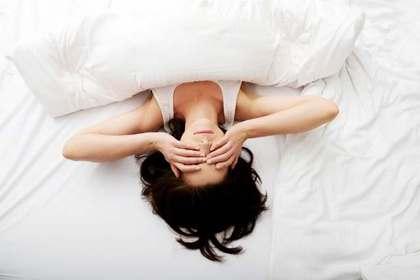布団で眠る