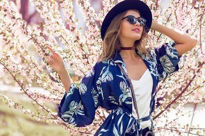 桜の花と美人