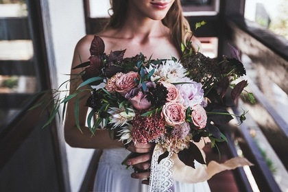 花束と美人