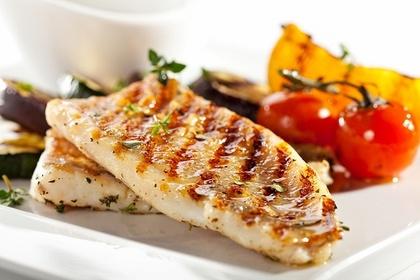 焼き目のついた魚料理