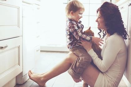 小さい子と母親