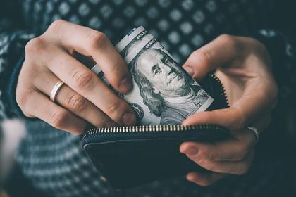 財布から出る札
